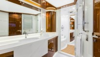 Vellmari superyacht - Owner bathroom - Copyright- Alberto Cocchi