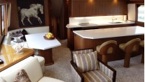 Viking motor yacht MUSTANG SALLY - Dining and wet bar