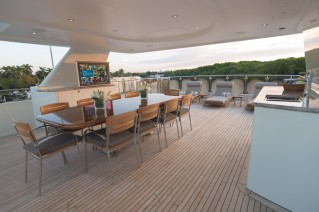 Westport Motor yacht W - Upper Deck Dining