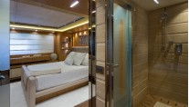 YOLO superyacht - Cabin and Bathroom
