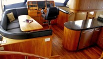 Yacht ADVANTAGE -  Pilothouse and Dining