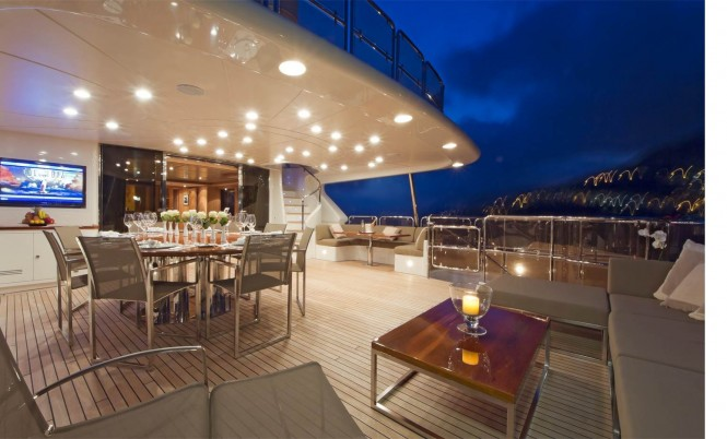 Yacht AFRICAN QUEEN -  Bridge Deck Al Fresco Dining