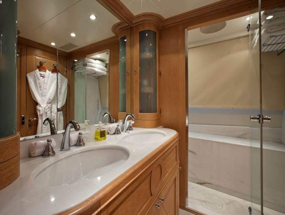 Luxury Yacht Charter Yacht AFRICAN QUEEN Master Ensuite Zuretti Stefano