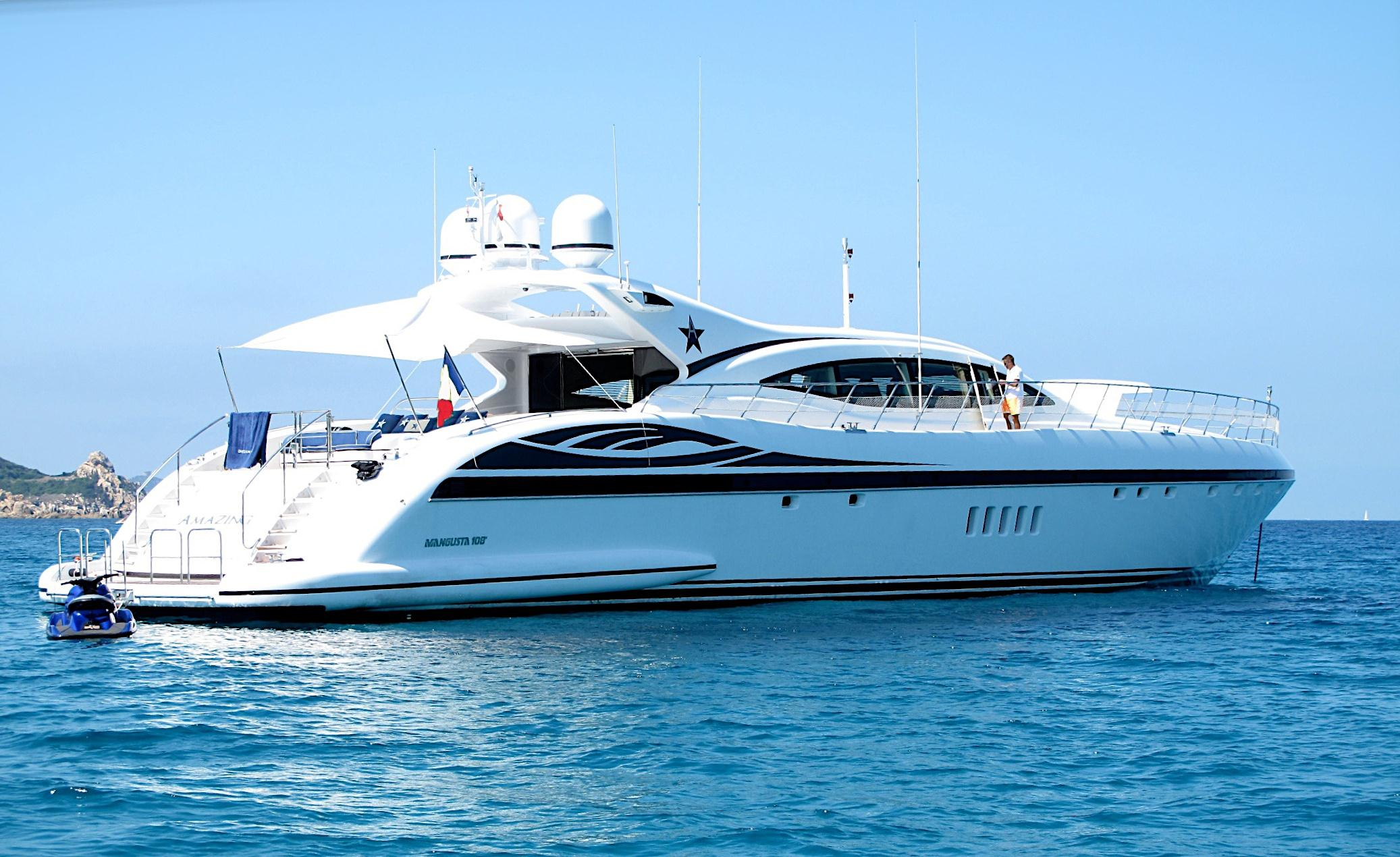Motor yacht amazing mangusta 108