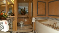Yacht BELLA STELLA -  Master Bathroom