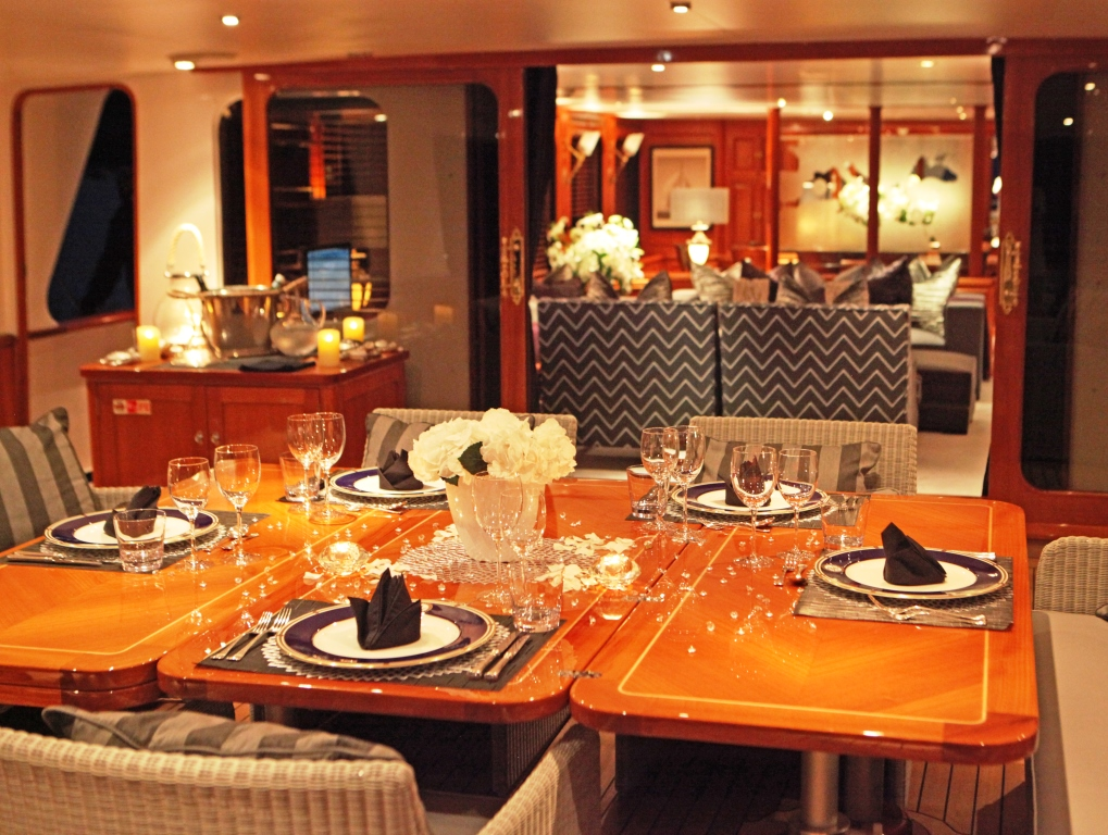 Yacht BLUE ATTRACTION - Maindeck Dining