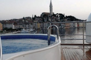 Yacht Big Aron Plunge Pool