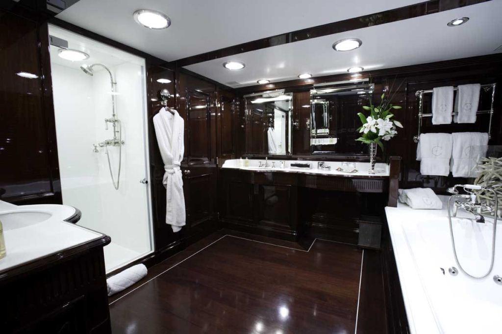 The en suite luxury master best free home design for Luxury en suite bathroom designs