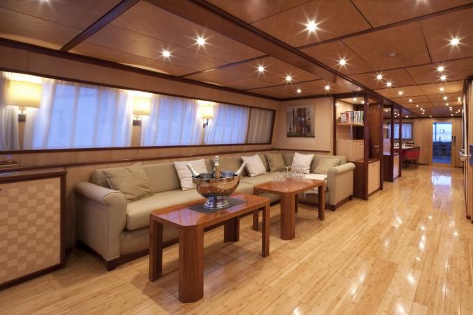 Luxury yacht charter yacht clara one salon seating - Salon du yacht monaco ...