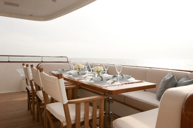 Yacht Firefly - Aft deck dining