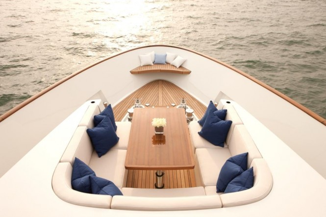 Yacht Firefly - Foredeck
