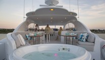 Yacht GALE WINDS - Jacuzzi on sundeck
