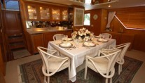 Yacht GOLDEN RULE - Formal Dining Table
