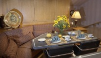 Yacht INDEPENDENCE 2 -  Galley Dinette