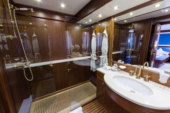 Yacht INDIA - Master Bathroom
