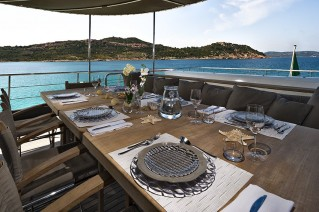 Yacht INDIAN - Alfresco dining table