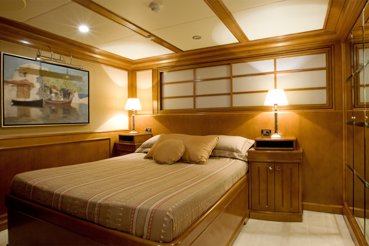 yacht insignia double cabin