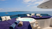Yacht INSIGNIA - Spa Pool and Seating