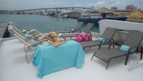 Yacht ISLAND TIME - Flybridge Sunbeds