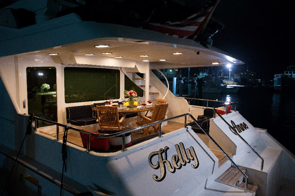 Yacht KELLY ANNE - At Night