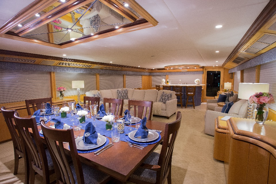 Yacht KELLY ANNE - Formal Dining