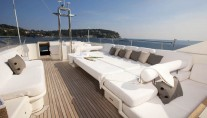 Yacht LA MASCARADE -  Top Deck lounging