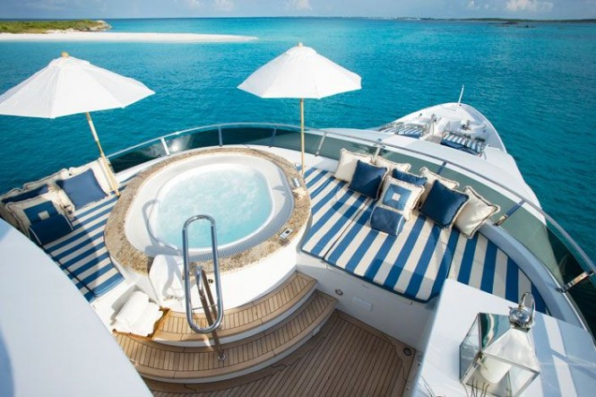 Yacht LADY JOY -  Sundeck Spa Pool