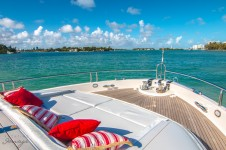 Yacht LIVING THE DREAM -  Foredeck