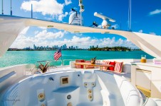 Yacht LIVING THE DREAM -  Sundeck Jacuzzi