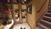 Yacht LOOSE ENDS -  Foyer - Companionway