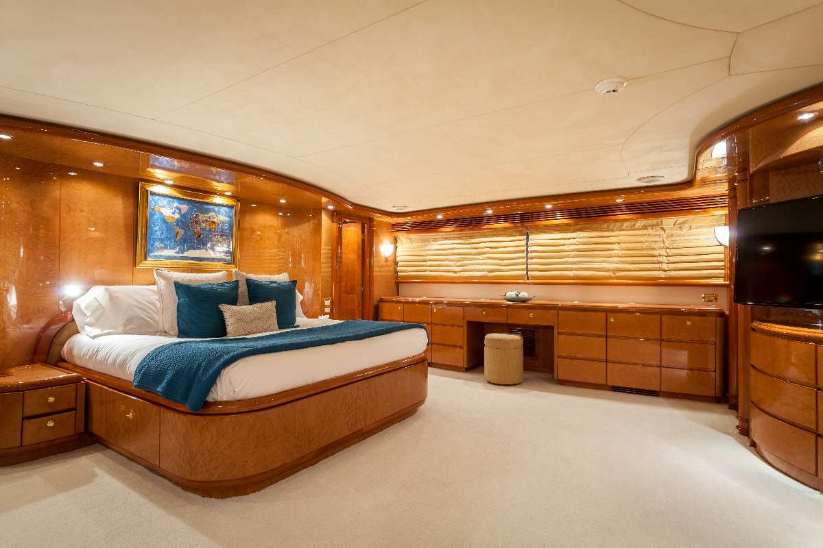 Yacht MIRACLE - Master Cabin