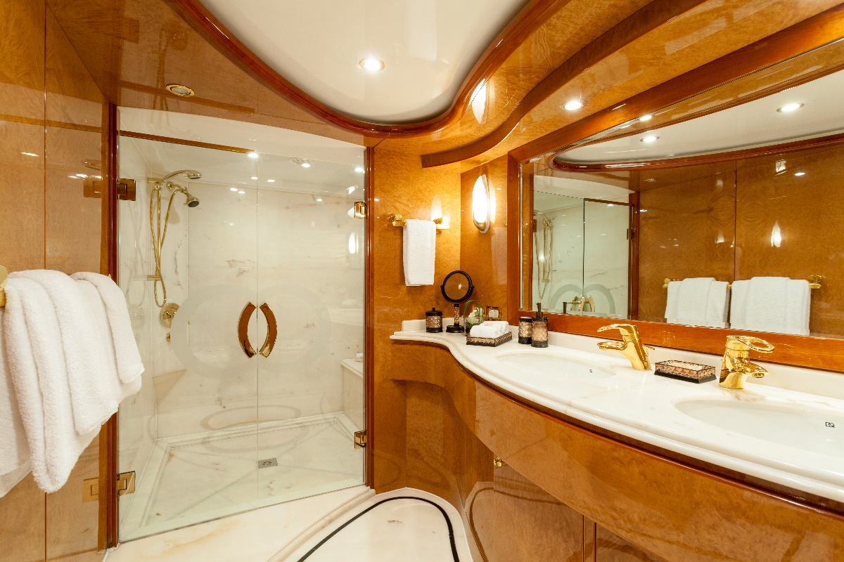 Yacht MIRACLE - Master Ensuite