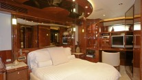 Yacht NO RULES - VIP cabin