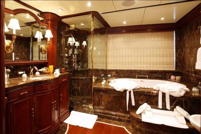 Luxury Yacht Charter Yacht NOMAD Master Bathroom Oceanfast