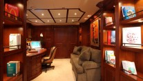 Yacht NOMAD - Master Office