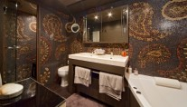 Yacht O -  Master Cabin Ensuite with Spa Pool and shower