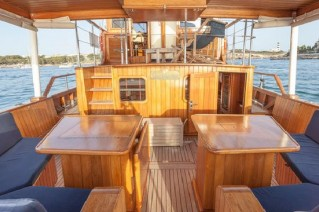 Yacht OLD DREAM -  Aft Deck Forward