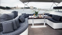 Yacht ONE O ONE -  Flybridge Seating
