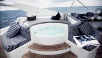 Yacht ONE O ONE -  Spa Pool on Flybridge