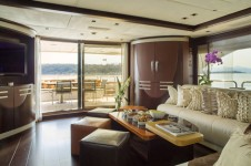 Yacht QUID PRO QUO -  Main Salon looking Aft