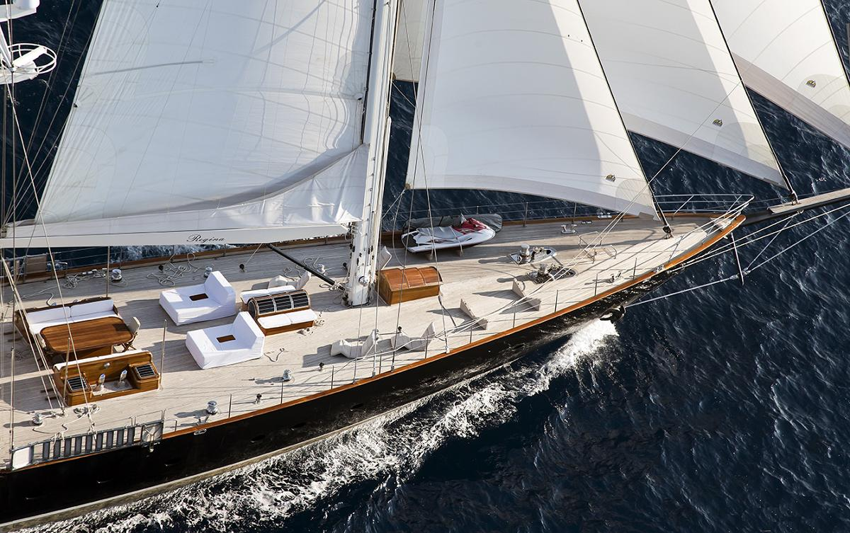 Yacht REGINA -  Foredeck while Sailing