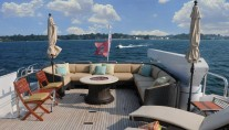 Yacht SCOTT FREE -  Flybridge Seating and fire pit