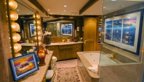 Yacht SCOTT FREE -  Master Bathroom