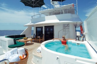Yacht SERENGETI - Sundeck Spa Pool