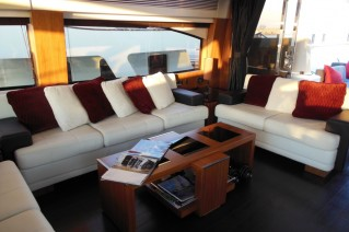 Yacht SKYFALL -  Salon Seating