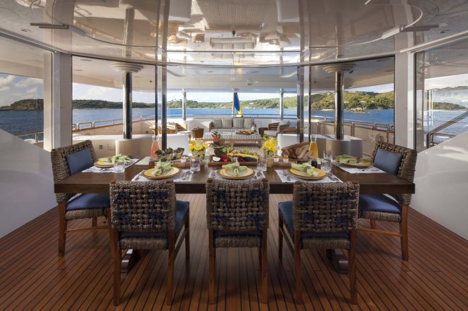 Yacht STARFIRE -  Bridge Deck Dining