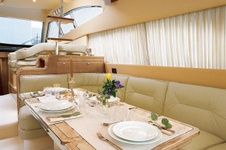 Yacht TIME OUT - Dining