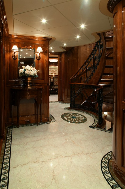 Foyer Luxury Yachts : Foyer image gallery guest from salon