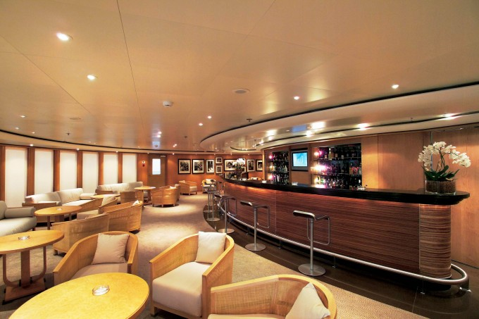Yacht TURAMA - Long Bar Lounge