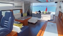 Yacht VIBE -  Salon looking aft